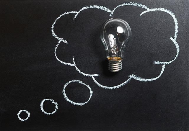 pensamento com uma lampada