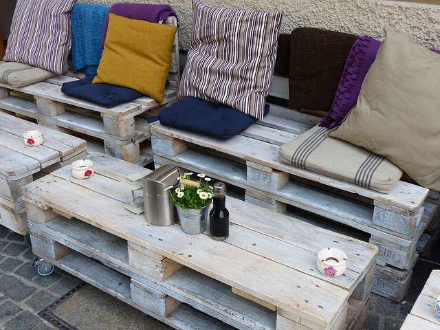 conjunto de mesa de centro e sofa de pallets